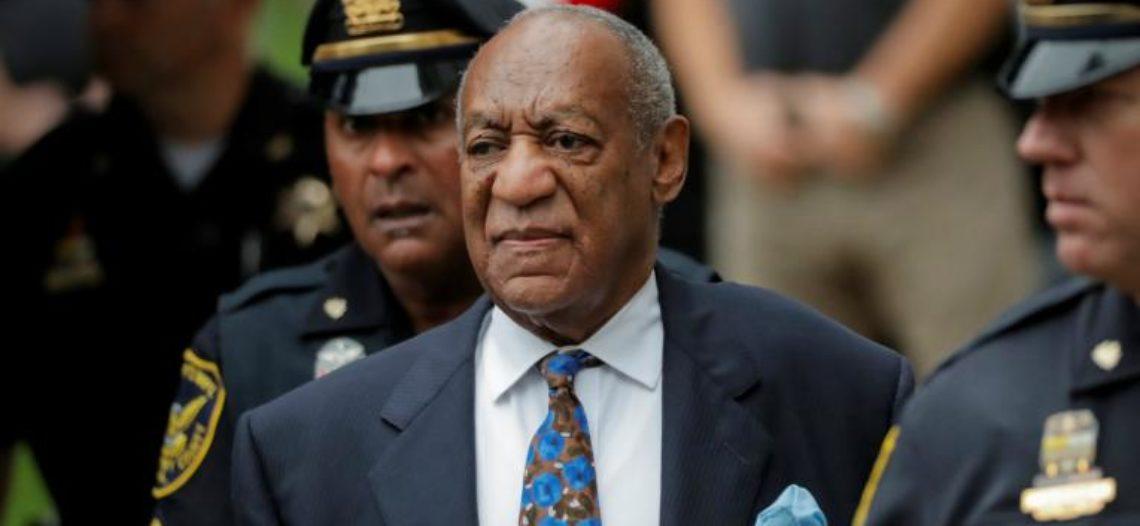Bill Cosby llega a tribunal a conocer su sentencia por ataques sexuales