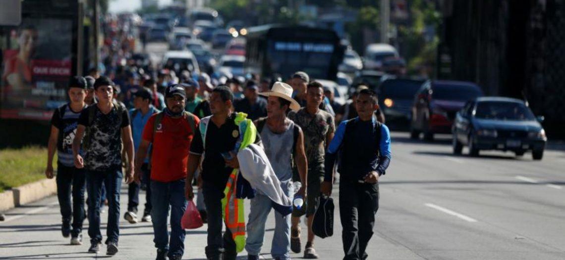 Muere por bala migrante de nueva caravana en frontera con México