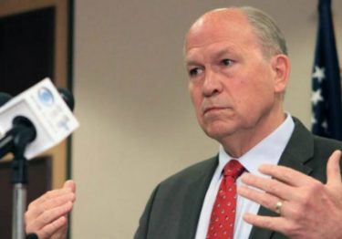 """Vicegobernador de Alaska renuncia tras hacer """"comentarios inapropiados"""""""