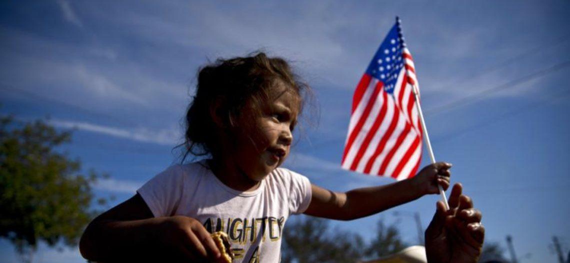 Migrantes esperan en condiciones precarias en México para poder pedir asilo a EEUU