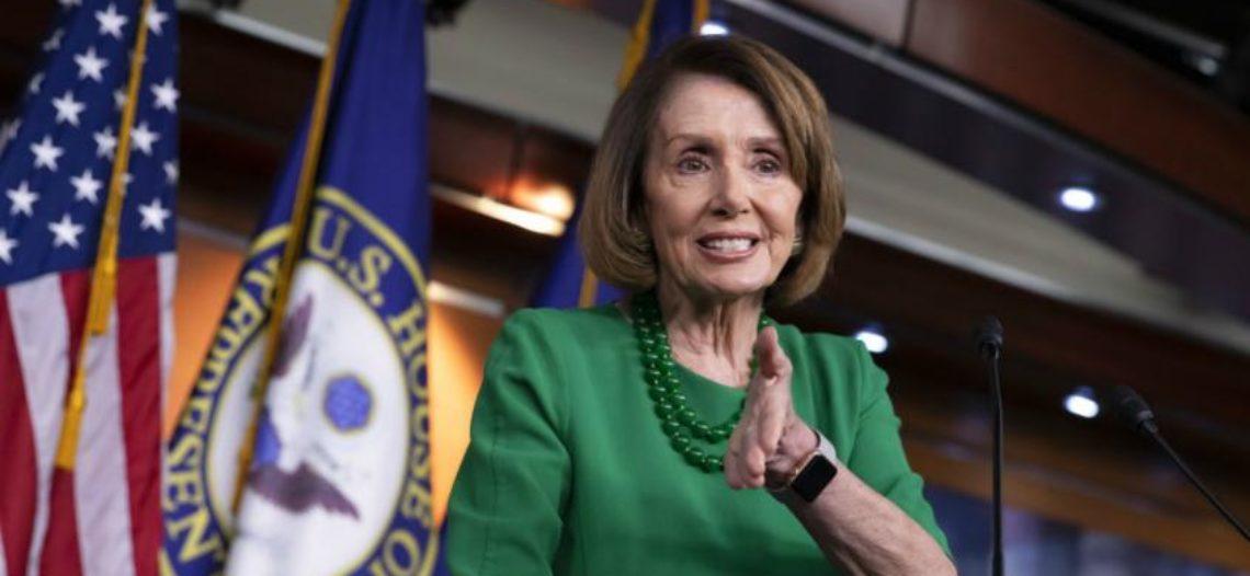 "Pelosi enfrenta a Trump y rechaza usar a ""dreamers"" a cambio de muro"