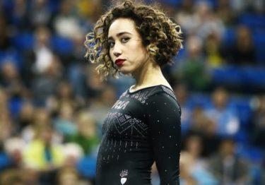 Katelyn Ohashi de UCLA consigue calificación perfecta con rutina impactante