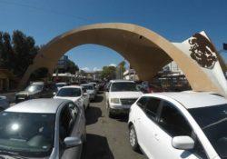"""Tardan hasta dos horas para cruzar por Nogales debido al """"puente"""""""