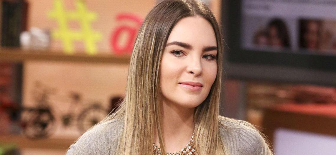 """Belinda canta """"El Sapito"""" en 'La Voz Azteca'"""