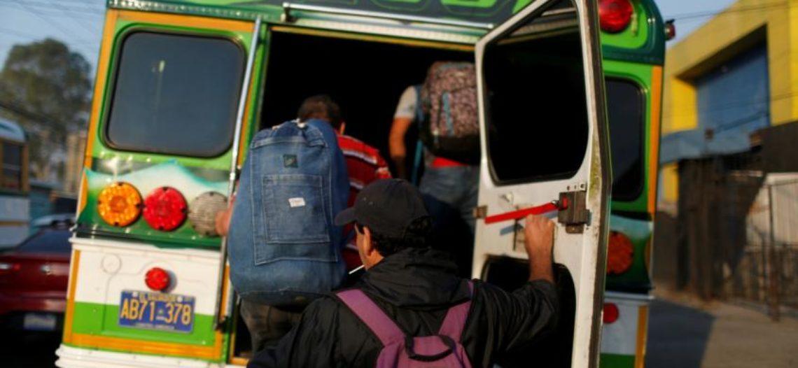 Trump aumentará la migración al eliminar la ayuda a países centroamericanos: Expertos