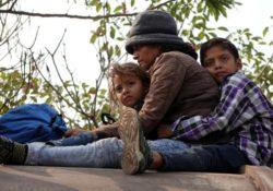 Corte autoriza a Trump a seguir enviando a solicitantes de asilo a esperar en México