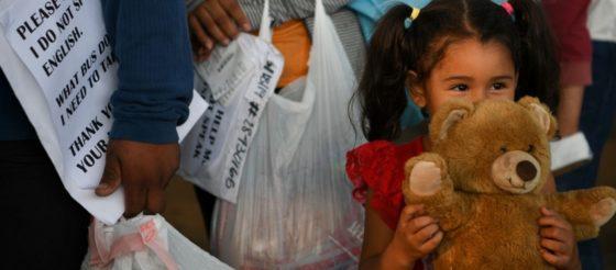 Niños migrantes detenidos serán enviados a base militar en Oklahoma