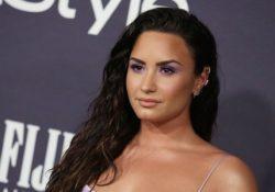 Demi Lovato sale a celebrar en fiesta sin alcohol