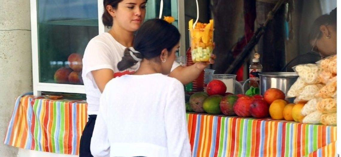 Captan a Selena Gómez en Punta Mita, Nayarit