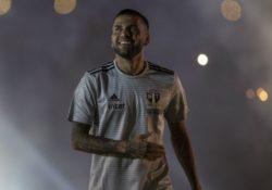 Dani Alves llega a Sao Paulo con la mira en el Mundial 2022 en Qatar