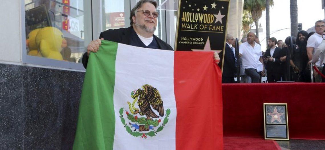 Guillermo del Toro recibe una estrella en el Paseo de la Fama y se la dedica a inmigrantes