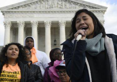 Corte de EEUU revisará programa para migrantes DACA